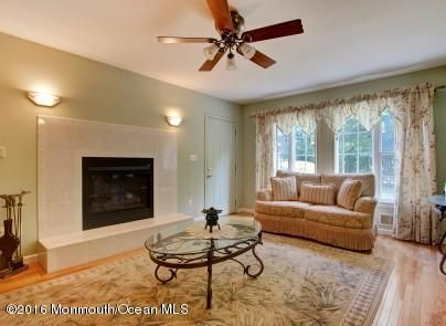 Additional photo for property listing at 880 Holmdel Road  Holmdel, New Jersey 07733 États-Unis