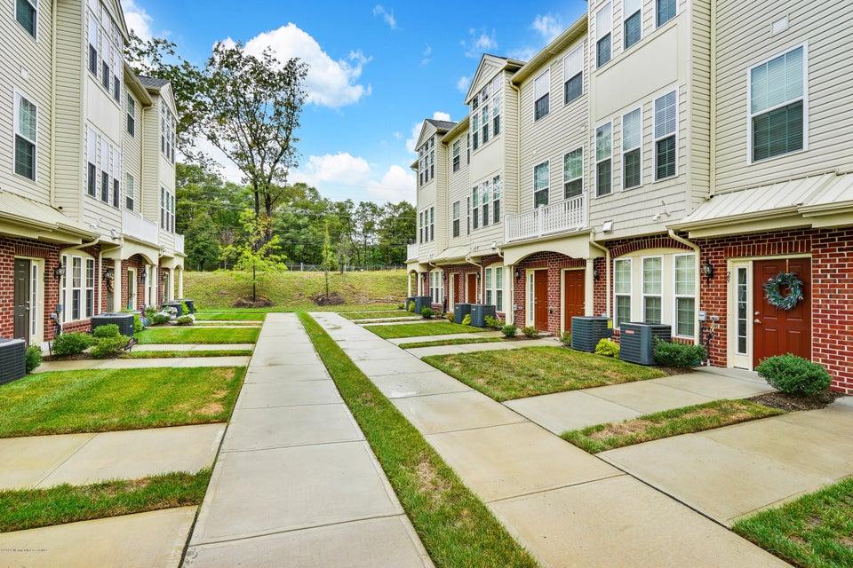 共管式独立产权公寓 为 销售 在 31 Jake Drive 廷顿瀑布市, 新泽西州 07712 美国