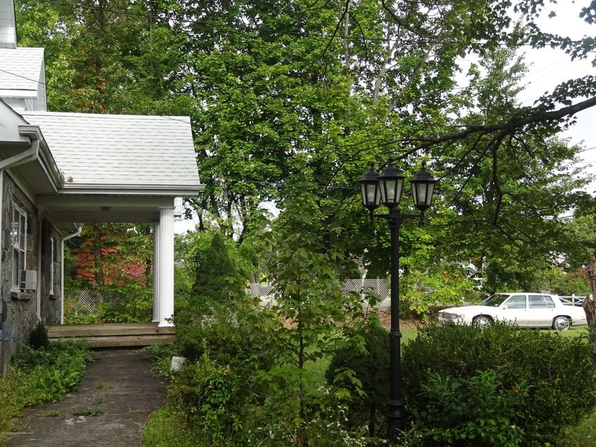 Additional photo for property listing at 351 Buckelew Avenue  Monroe, Nueva Jersey 08831 Estados Unidos