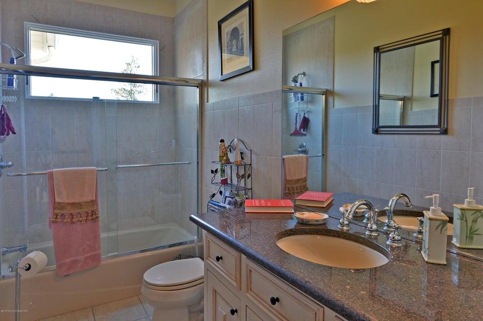 033_Full Bath