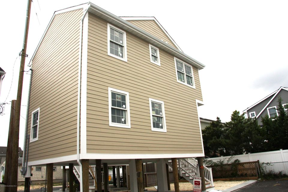Additional photo for property listing at 109 Beach Way  Lavallette, New Jersey 08735 États-Unis