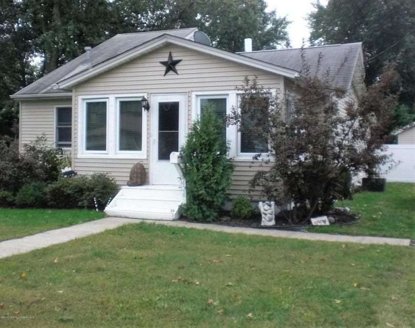 Maison unifamiliale pour l Vente à 626 Clark Avenue Union Beach, New Jersey 07735 États-Unis
