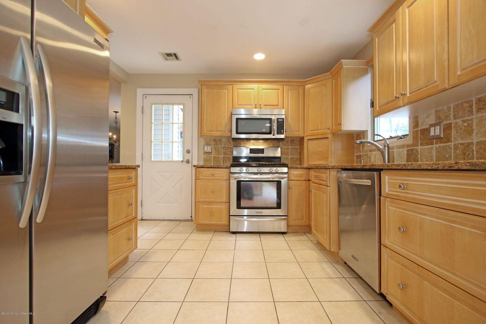 Additional photo for property listing at 379 Freehold Road  Freehold, New Jersey 07728 United States