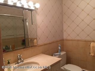 Additional photo for property listing at 308 Lincoln Avenue 308 Lincoln Avenue Oakhurst, 新泽西州 07755 美国