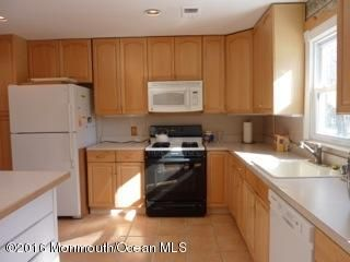 Additional photo for property listing at 308 Lincoln Avenue 308 Lincoln Avenue Oakhurst, New Jersey 07755 États-Unis