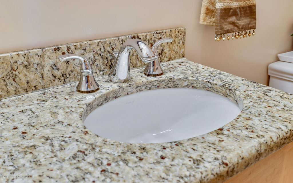 Additional photo for property listing at 1054 Silverton Road  汤姆斯河, 新泽西州 08755 美国