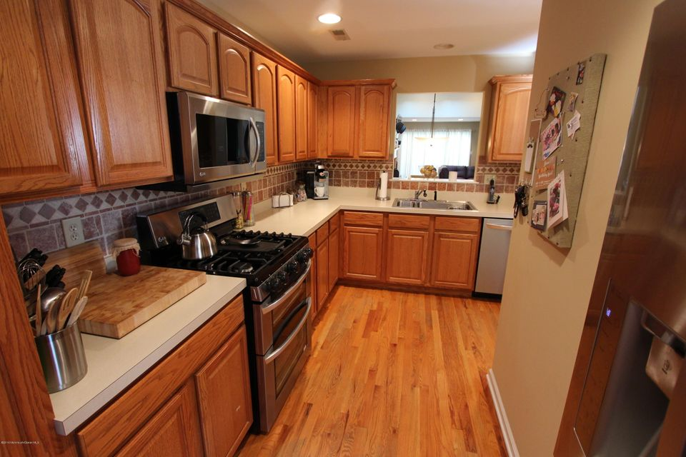 Additional photo for property listing at 32 Cherrywood Circle  Brick, New Jersey 08724 United States