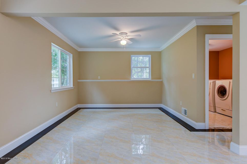Additional photo for property listing at 1 Country Lane  Holmdel, Nueva Jersey 07733 Estados Unidos
