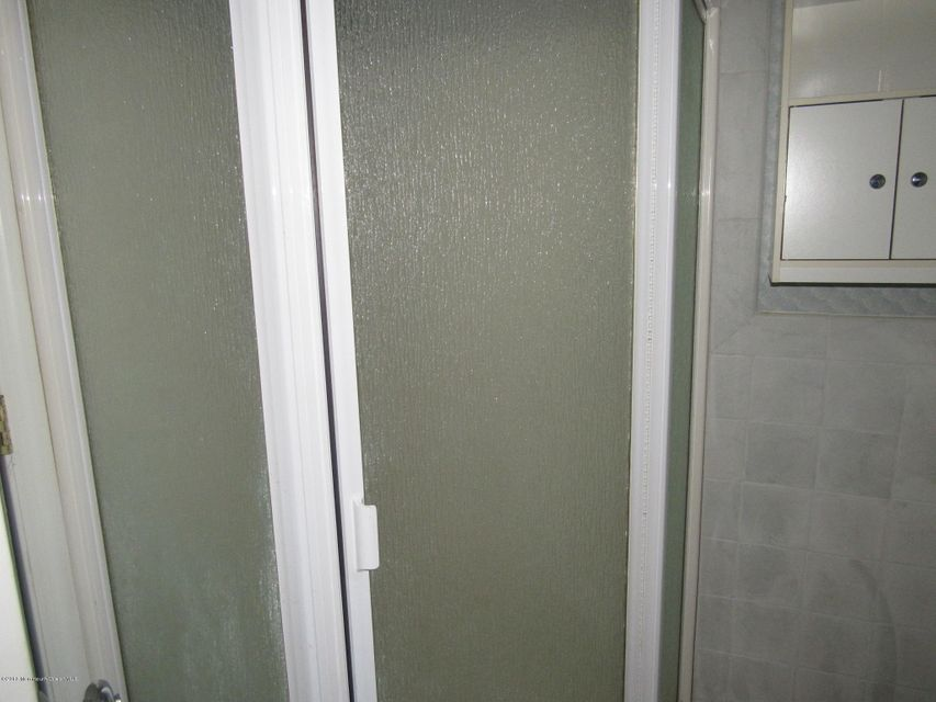 Additional photo for property listing at 828 Bartlett Place  Toms River, New Jersey 08753 États-Unis