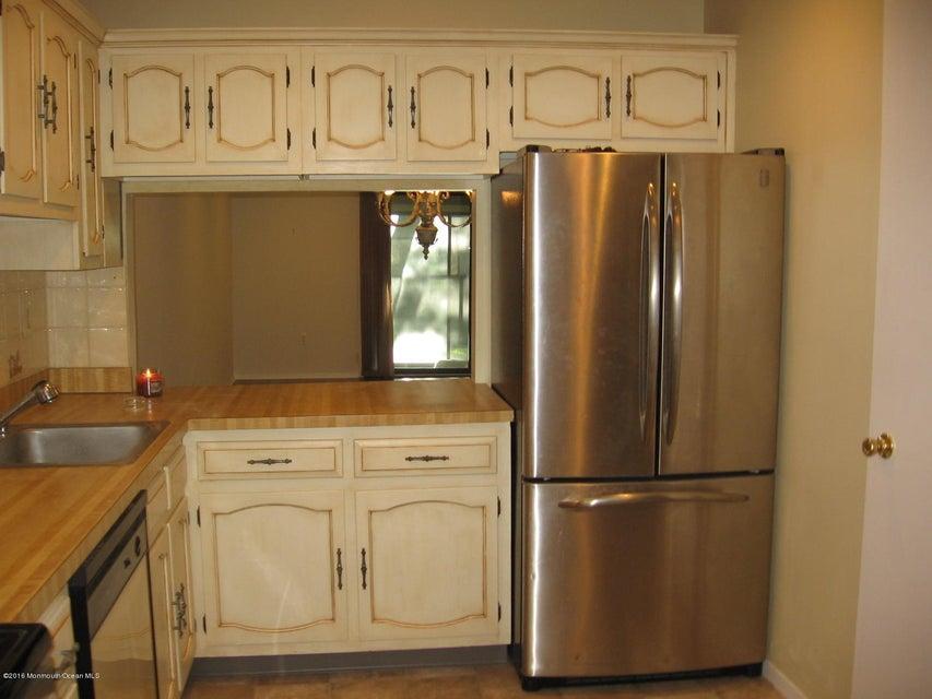 Additional photo for property listing at 208 Covered Bridge Boulevard  Manalapan, Nueva Jersey 07726 Estados Unidos