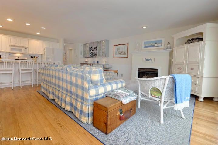 Maison unifamiliale pour l Vente à 52 1st Avenue Normandy Beach, New Jersey 08739 États-Unis