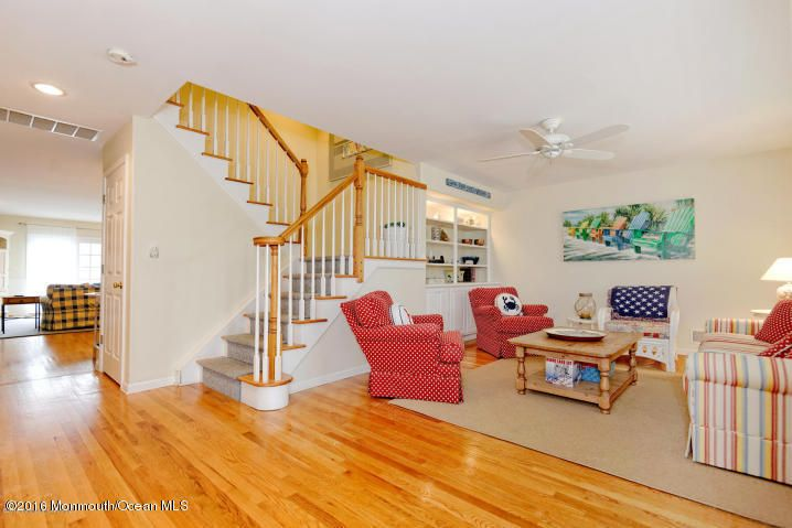 Maison unifamiliale pour l Vente à 52 1st Avenue Normandy Beach, New Jersey 08739 États-Unis