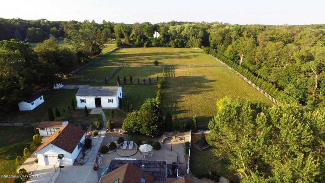 Additional photo for property listing at 322 Adelphia Road  Farmingdale, New Jersey 07727 États-Unis
