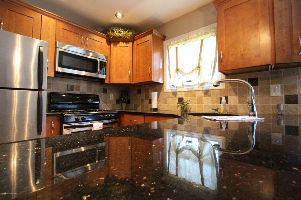 Additional photo for property listing at 76 Greenwood Loop Road  Brick, New Jersey 08724 États-Unis