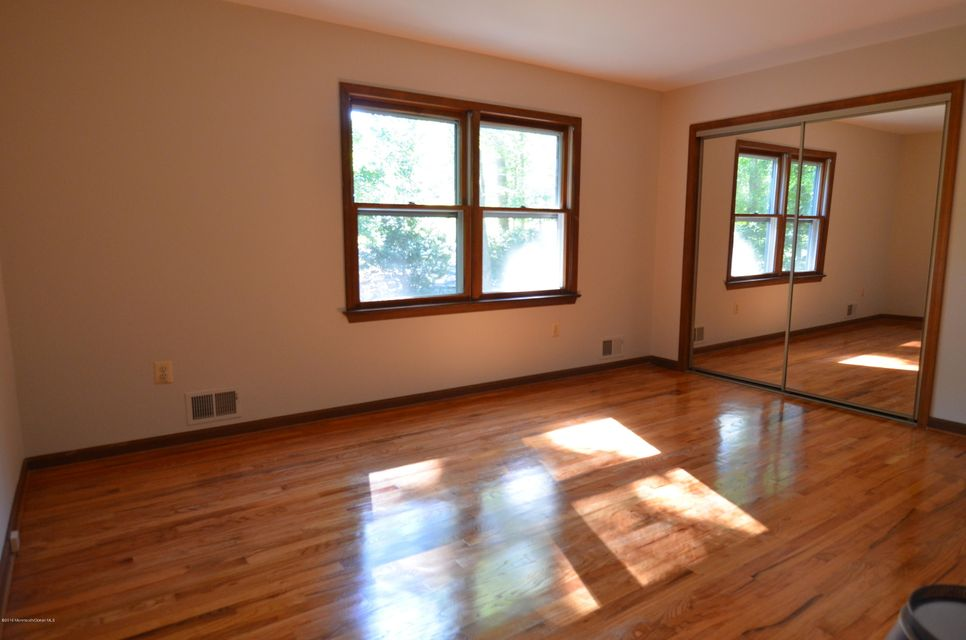Additional photo for property listing at 260 Sweetmans Lane  Millstone, New Jersey 08535 États-Unis