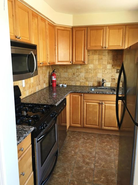 Additional photo for property listing at 304 Deal Lake Drive  Asbury Park, New Jersey 07712 États-Unis