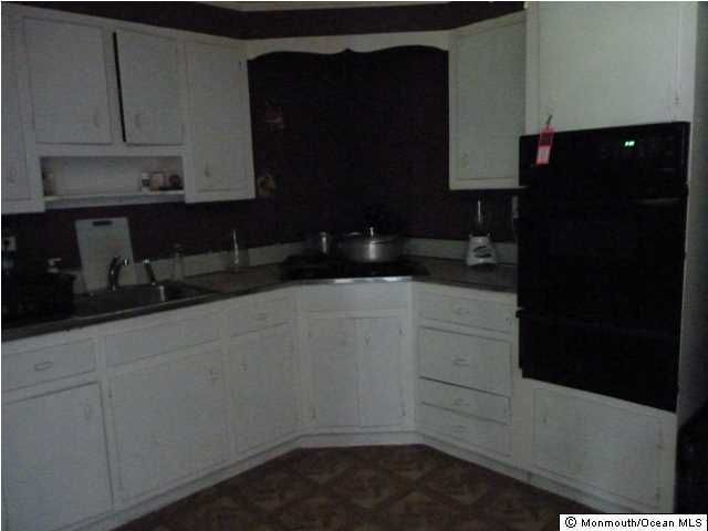 Additional photo for property listing at 384 Kirby Avenue  Long Branch, New Jersey 07740 États-Unis