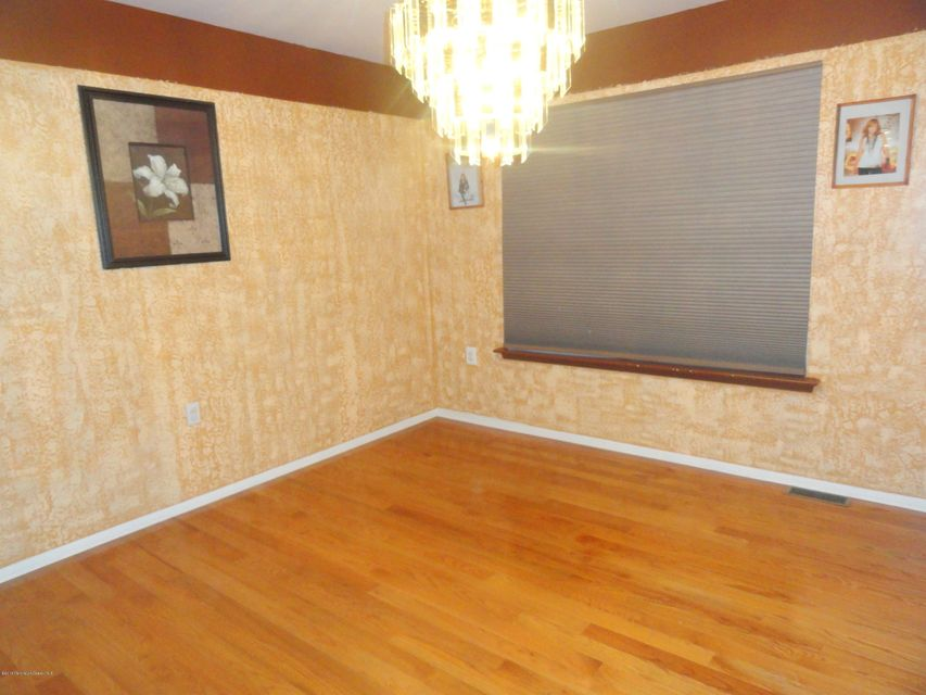 Additional photo for property listing at 11 Silverbrooke Circle  Howell, New Jersey 07731 États-Unis