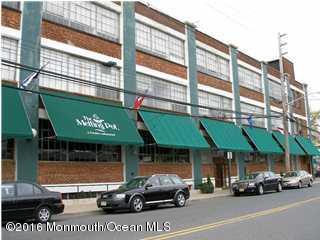 Commercial pour l Vente à 2 Bridge Avenue Red Bank, New Jersey 07701 États-Unis