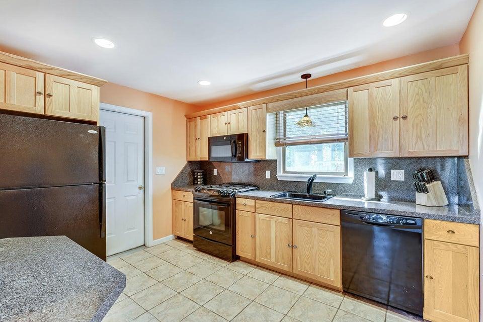 Additional photo for property listing at 63 Bowline Street  Beachwood, 新泽西州 08722 美国