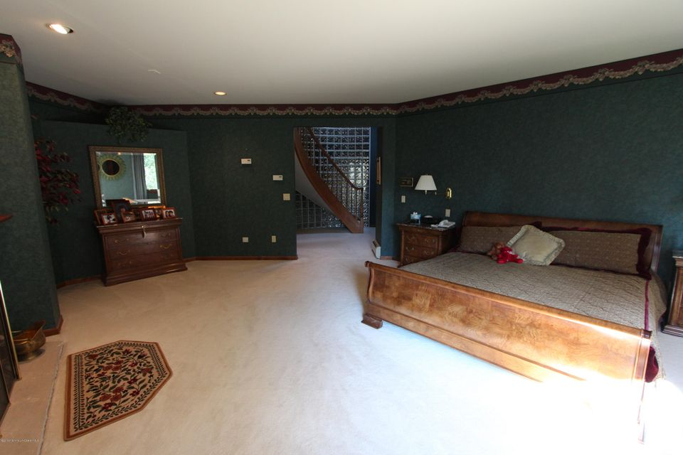 Additional photo for property listing at 18 Perrine Circle  Perrineville, Nueva Jersey 08535 Estados Unidos