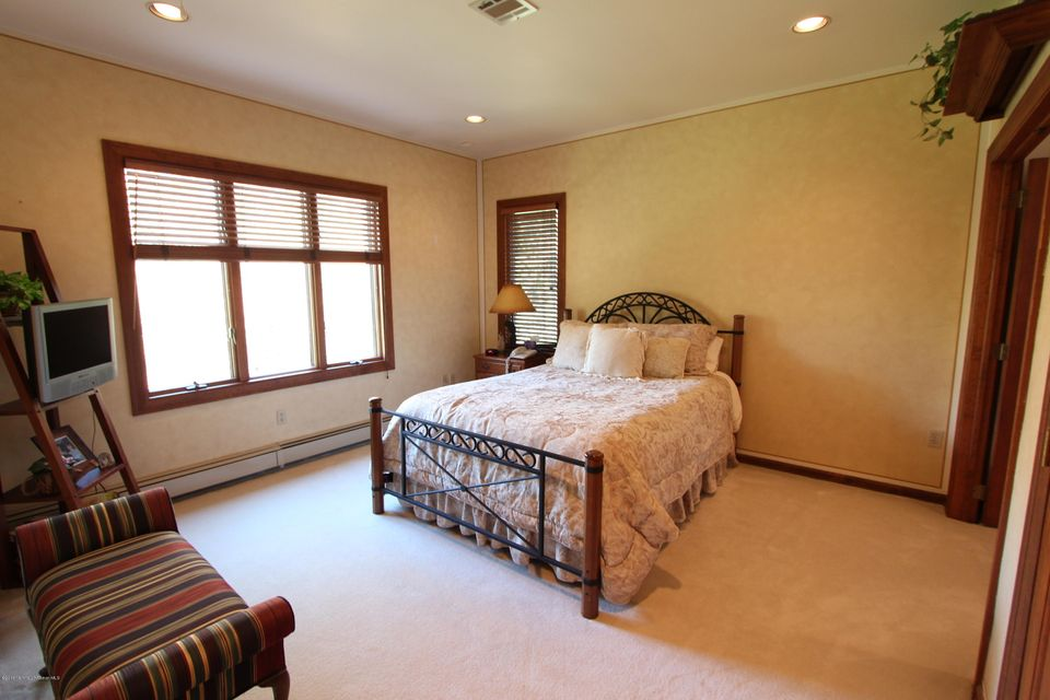 Additional photo for property listing at 18 Perrine Circle  Perrineville, New Jersey 08535 États-Unis
