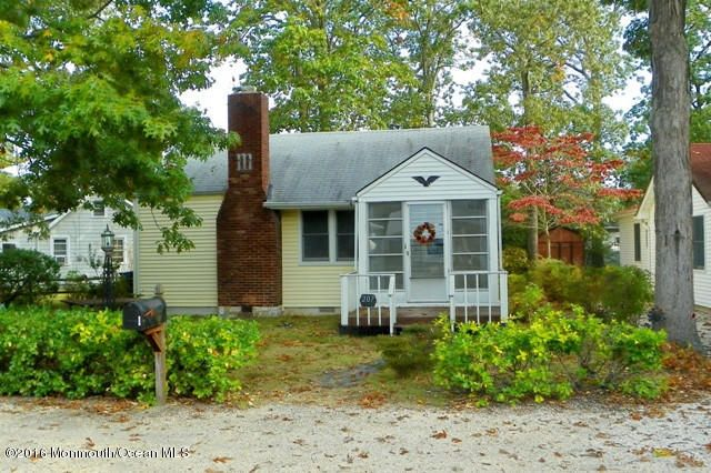 Single Family Home for Sale at 207 Swan Boulevard Toms River, New Jersey 08753 United States