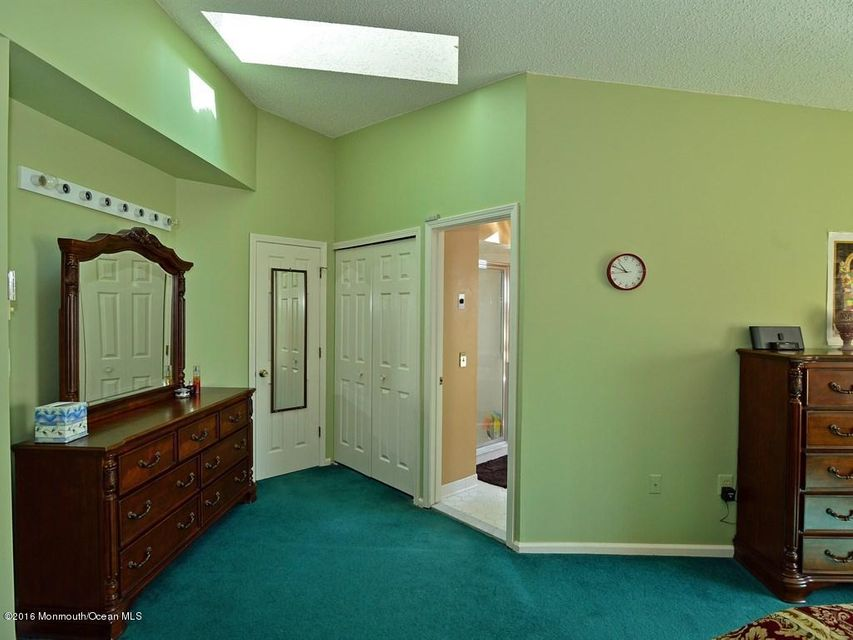 Additional photo for property listing at 21 Catherine Court  Laurence Harbor, New Jersey 08879 États-Unis