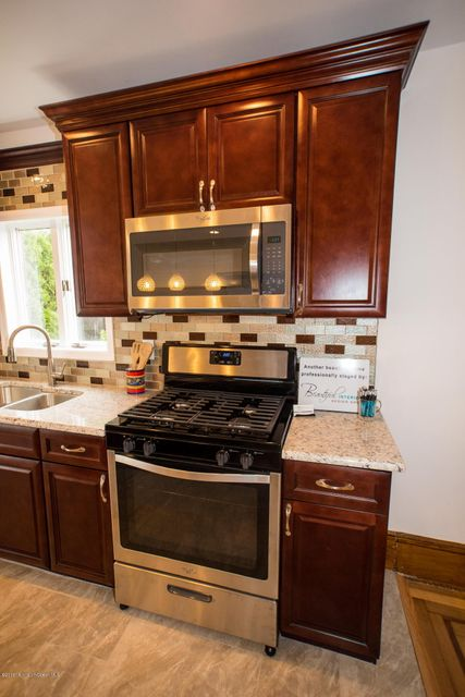 Additional photo for property listing at 404 Branch Avenue  Little Silver, New Jersey 07739 United States