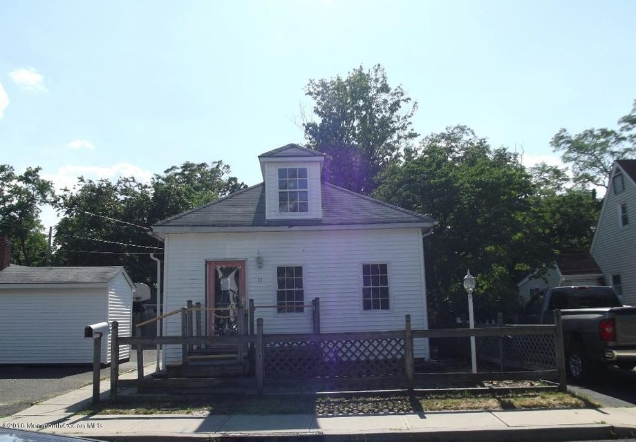 Maison unifamiliale pour l Vente à 11 Leroy Place Keansburg, New Jersey 07734 États-Unis