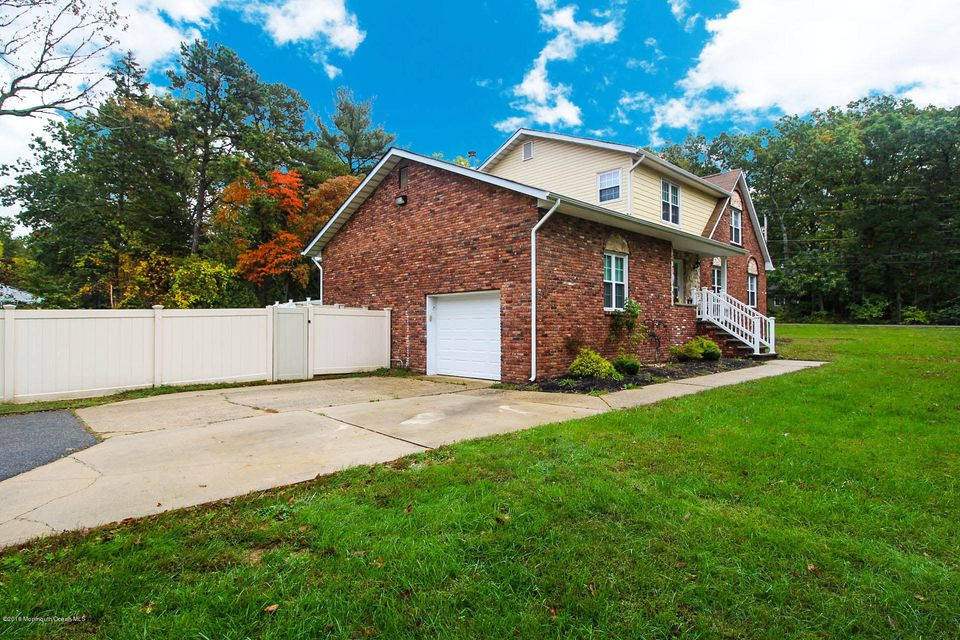 Additional photo for property listing at 2 Galassi Court  Jackson, New Jersey 08527 États-Unis