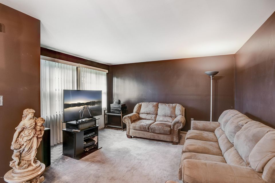 Additional photo for property listing at 2503 Ridgeview Court  Parlin, 新泽西州 08859 美国