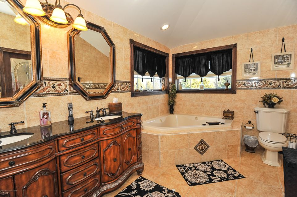 Additional photo for property listing at 18 Aqueduct Place  Howell, New Jersey 07731 États-Unis