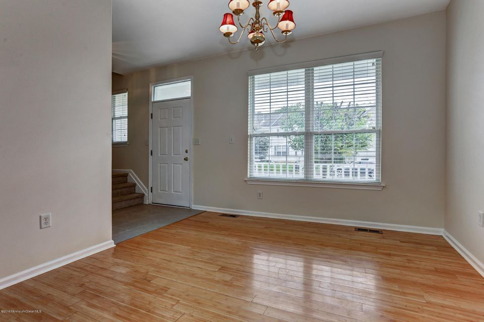 Additional photo for property listing at 246 Kensington Drive  Marlboro, New Jersey 07746 États-Unis