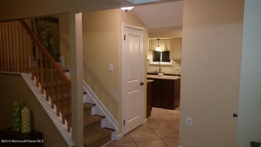 Additional photo for property listing at 10 Shadow Ridge Court  Howell, New Jersey 07731 États-Unis