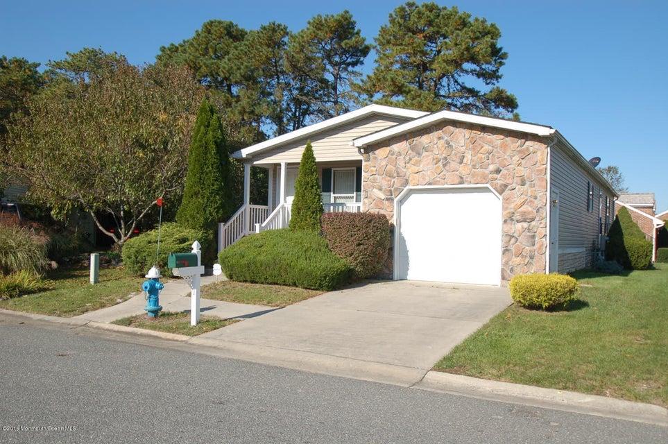独户住宅 为 销售 在 610 Walden Way Whiting, 新泽西州 08759 美国
