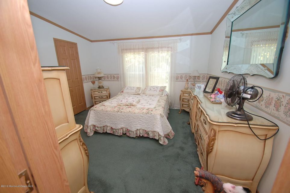 Additional photo for property listing at 610 Walden Way  Whiting, New Jersey 08759 États-Unis