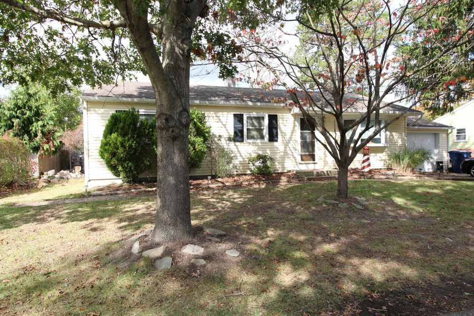 Single Family Home for Sale at 1028 Cable Avenue Beachwood, New Jersey 08722 United States