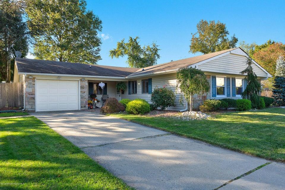 独户住宅 为 销售 在 8 Crystal Place 亚伯丁, 07747 美国