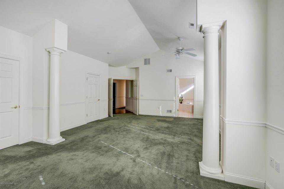 Additional photo for property listing at 100 Enclave Boulevard  Lakewood, New Jersey 08701 États-Unis