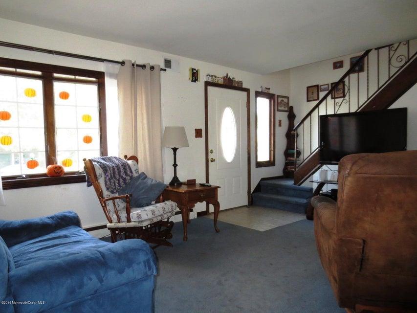 Additional photo for property listing at 18 Edgewater Drive 18 Edgewater Drive Matawan, Nueva Jersey 07747 Estados Unidos