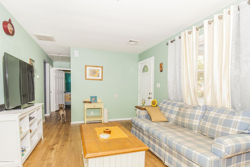 Additional photo for property listing at 5 Brookside Drive  Howell, Nueva Jersey 07731 Estados Unidos