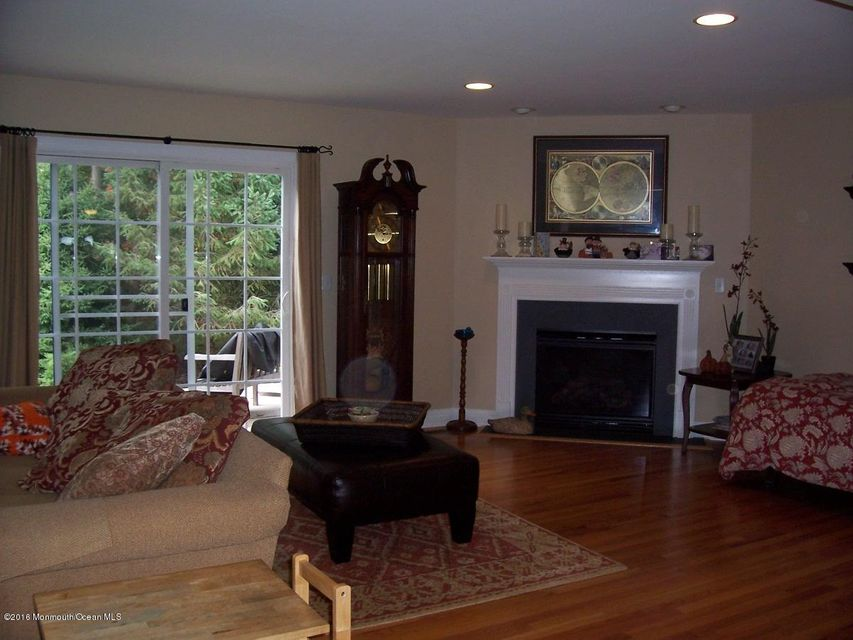 Additional photo for property listing at 16 Lone Oak Way  Eatontown, New Jersey 07724 United States