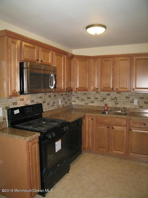 Additional photo for property listing at 4 Spruce Street  Hazlet, New Jersey 07730 États-Unis
