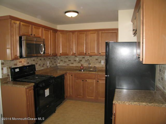 Additional photo for property listing at 4 Spruce Street  Hazlet, Nueva Jersey 07730 Estados Unidos