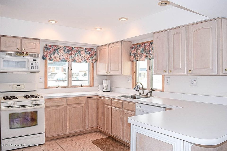 Additional photo for property listing at 124 Florence Lane  Beach Haven West, Nueva Jersey 08050 Estados Unidos