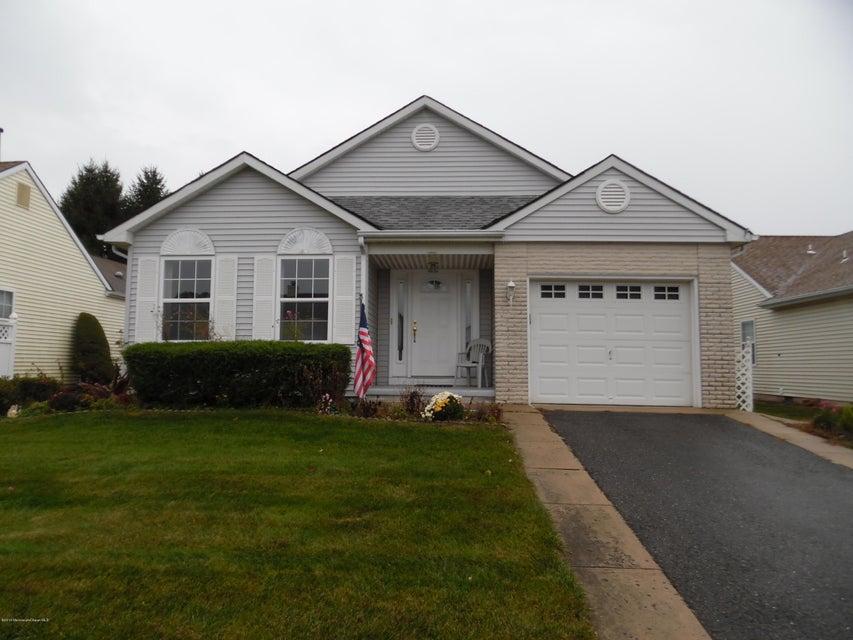 Maison unifamiliale pour l Vente à 16 Lambert Way Toms River, New Jersey 08757 États-Unis