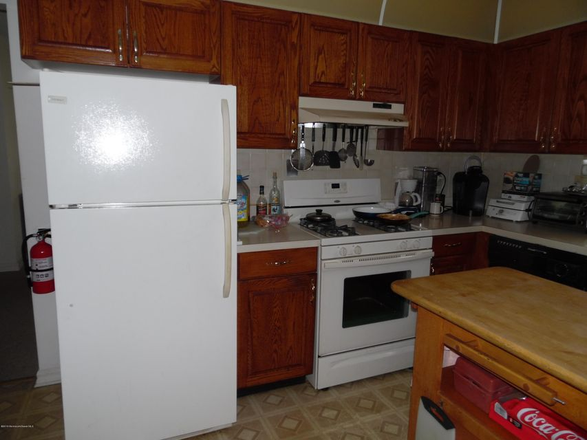 Additional photo for property listing at 16 Lambert Way  Toms River, New Jersey 08757 États-Unis
