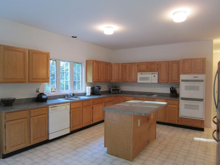 Additional photo for property listing at 9 Fern Drive  Millstone, New Jersey 08510 États-Unis