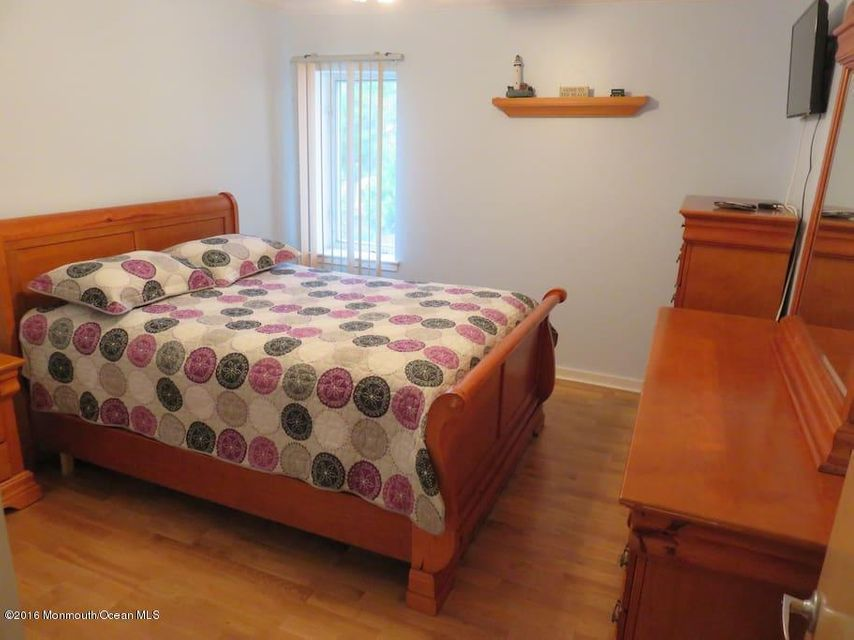 Additional photo for property listing at 1322 Ocean Avenue  Point Pleasant Beach, New Jersey 08742 États-Unis